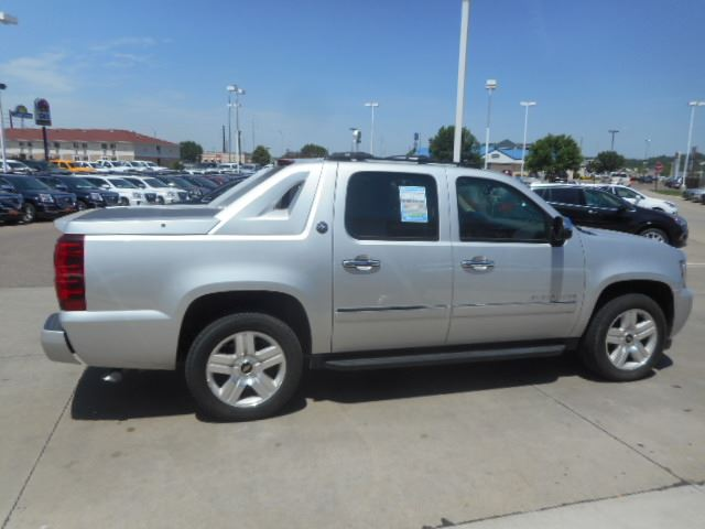 used 2013 chevrolet avalanche for sale in sioux city ia billion auto. Black Bedroom Furniture Sets. Home Design Ideas